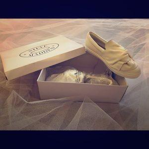 Steve Madden women's Knotty white leather shoe